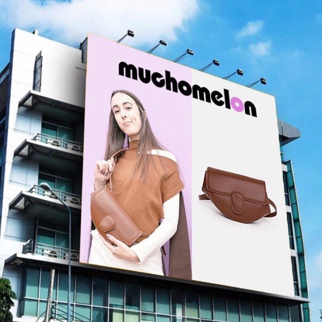 morning billboard just got there✨✨🛩  with @lauravazva #muchomelon