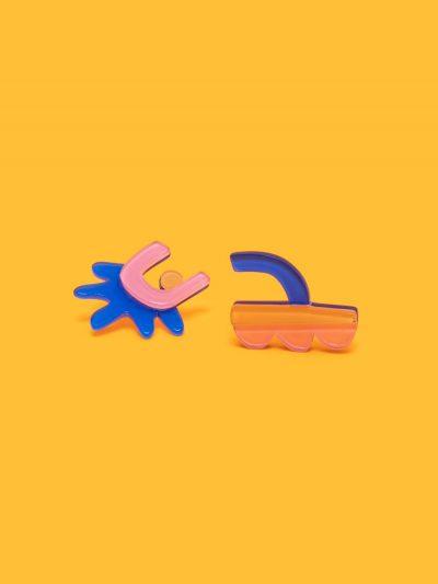 pendientes Miró II asimétricos figura abstracta con fondo