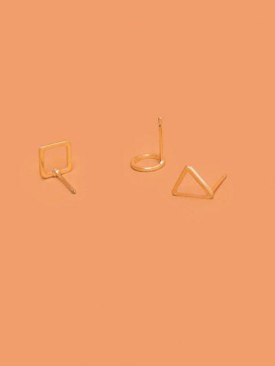 pack pendientes figuras geométricas dorado con fondo