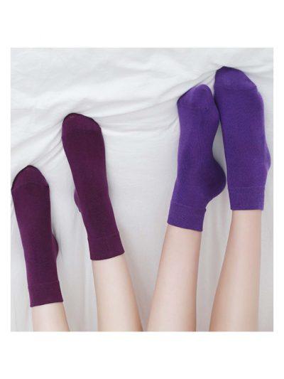 calcetines satisfying morados con modelo 2
