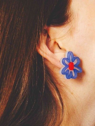 Pendientes Blue Bloom con modelo1